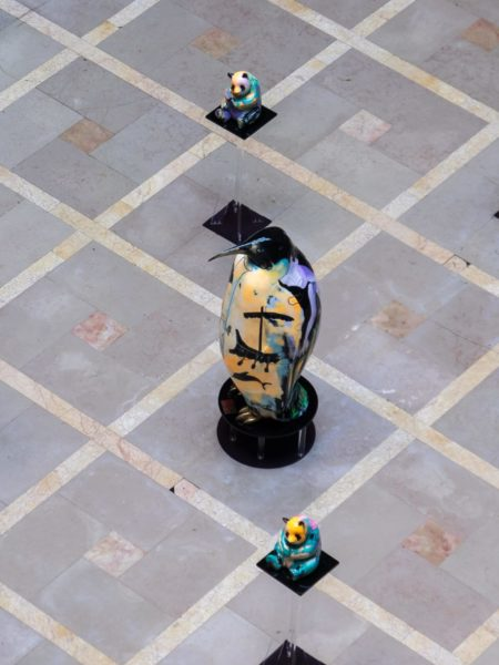 julien marinetti 67 pingouin doggy john panda sculpture peinture bronze plaza athenee paris Marc Vegnant 2